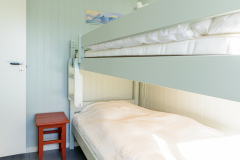 The green bedroom. Two 90 x 200 cm beds.