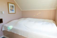 The pink bedroom. 140 cm bed.