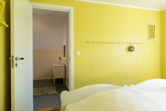 The yellow bedroom. Two 90 cm beds.
